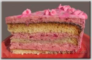 клубничный торт разрез