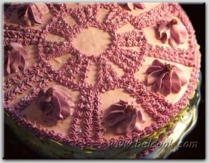 Шоколадный торт с клубнично-творожным кремом
