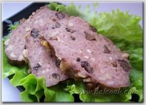 Мясной хлеб с сухофруктами и орехами