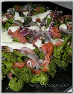 салат из брокколи и форели