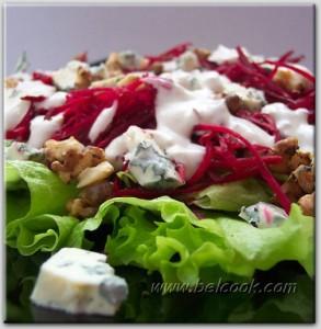 Салат из свеклы с орехами и рокфором